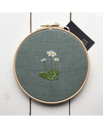 Sarah Becvar freehand embroidered daisy framed within wooden embroidery hoop. free motion embroidery textile design